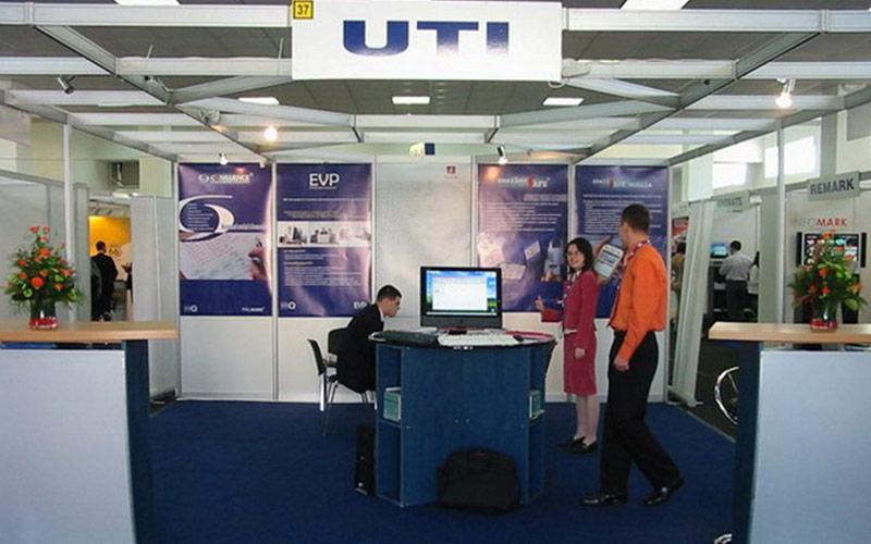 UTI obține două premii la Binary 2006
