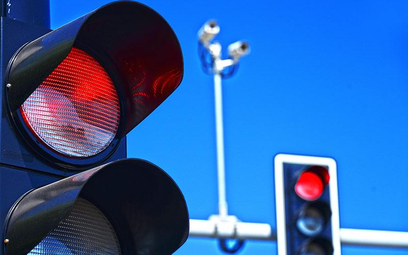 Sancționarea trecerii pe culoarea roșie