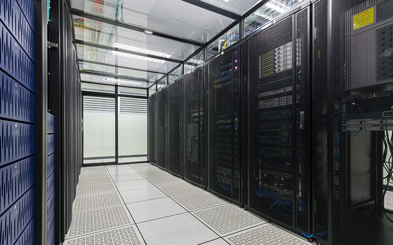 Desfășurare de infrastructuri hardware complexe